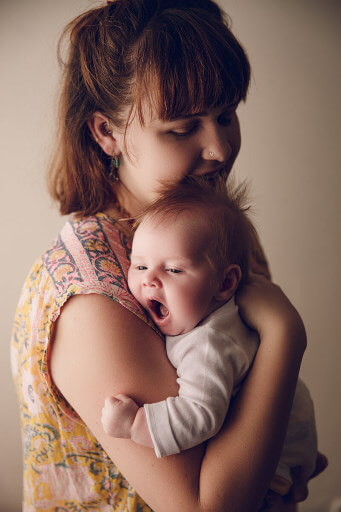 Mum-and-her-newborn-baby-by-Lifetime-Stories-Photography